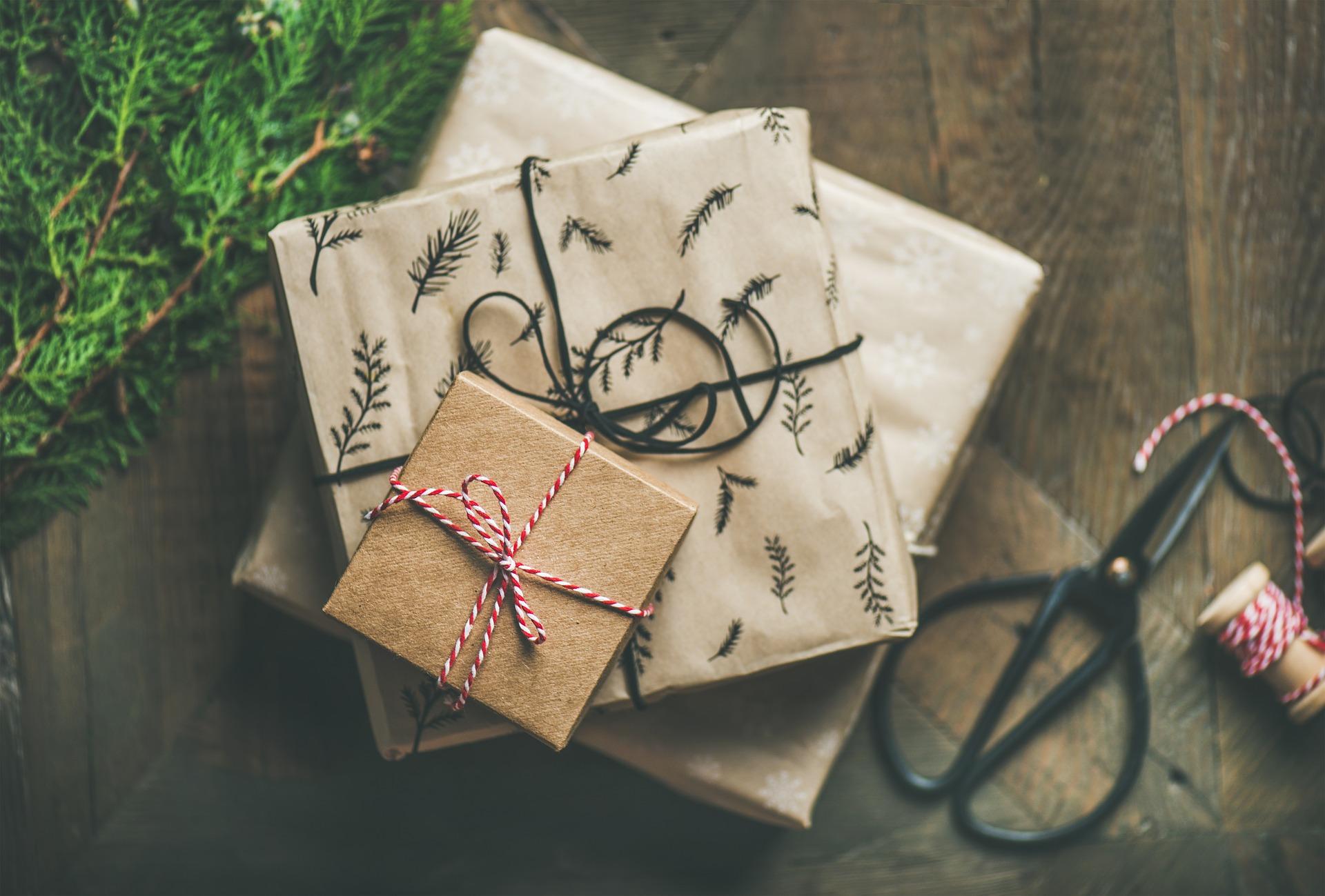 Pourquoi et comment choisir des cartes-cadeaux pour vos collaborateurs ?